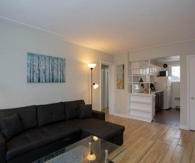 Lovely 2 bedroom apartment- Comfy & Convenient