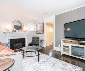 Luxury 3 Bedroom Home - Minutes to Downtown